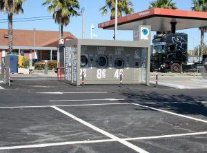 No Intermarché do Carregado o cliente poderá também usufruir a partir de agora do serviço de lavagem de roupa em formato self-service, disponível a partir do exterior do espaço comercial, serviço que se junta à estação de combustíveis low-coast.