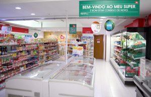 Interior da Loja Meu Super, na Rua Sacadura cabral, 46 B, em Alenquer
